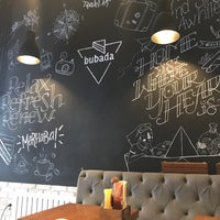 3/18/2018 tarihinde Ulashziyaretçi tarafından Bubada Club Sandwich and Burger'de çekilen fotoğraf