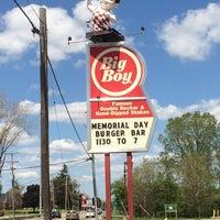 Photo taken at Big Boy by Erik R. on 5/25/2014