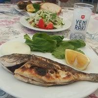 8/26/2017 tarihinde Gökçe D.ziyaretçi tarafından Athena Balık Restaurant'de çekilen fotoğraf