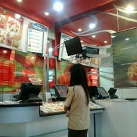Photo taken at PHD (Pizza Hut Delivery) by Erwan S. on 4/13/2013