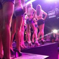 Снимок сделан в D'lux Night Club пользователем Анна В. 9/27/2012