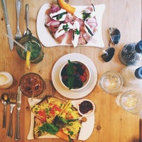 Photo taken at Le Pain Quotidien by Roxi B. on 7/4/2013