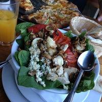 Foto diambil di Pizza Cala oleh Cristian R. pada 2/2/2013