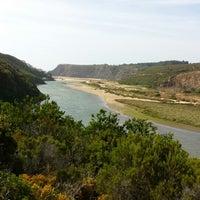 Foto tirada no(a) Praia de Odeceixe por Miguel M. em 6/21/2013