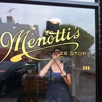 Photo prise au Menotti's Coffee Stop par Novena C. le9/20/2013