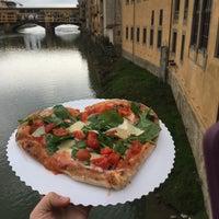 Foto tomada en Gusta Pizza por Holly D. el 5/30/2016