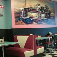Photo taken at Hwy 55 Burgers, Shakes And Fries by Andyel K. on 1/11/2013