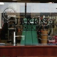 Foto tirada no(a) Jake's Sandwich Board por Jacklyn S. em 4/2/2013