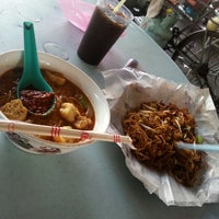 Photo taken at Apollo Hokkien Mee by Viey V. on 6/28/2014