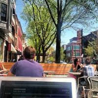 5/8/2013 tarihinde Jenny P.ziyaretçi tarafından Caffe Streets'de çekilen fotoğraf