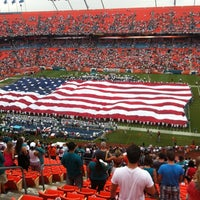 Photo prise au Hard Rock Stadium par Yulia T. le9/17/2012