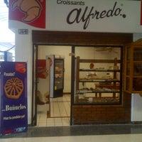 Foto tomada en Croissants Alfredo por Croissants Alfredo el 11/23/2012