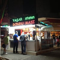 4/29/2013 tarihinde Uğur Ş.ziyaretçi tarafından Dondurmacı Yaşar Usta'de çekilen fotoğraf