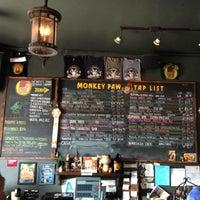 Photo prise au Monkey Paw Pub & Brewery par Aaron H. le7/28/2013
