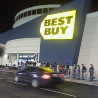 Photo taken at Best Buy by Gianluca D. on 11/23/2012