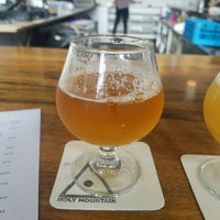 Photo prise au Holy Mountain Brewing Company par Justin B. le4/29/2018