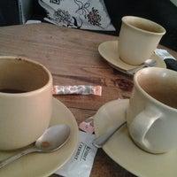 Das Foto wurde bei Snap Cafe von Guntur Benedict H. am 2/4/2013 aufgenommen