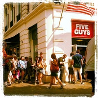 Foto tomada en Five Guys  por Richard R. el 7/14/2013