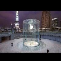 Photo taken at Apple Store by Erik-Anastasios on 11/4/2012