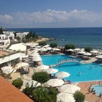 Photo taken at Creta Maris Beach Resort by Erik-Anastasios on 7/6/2013