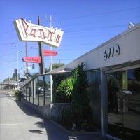 10/28/2012 tarihinde J.e. S.ziyaretçi tarafından Pann's Restaurant & Coffee Shop'de çekilen fotoğraf