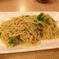 Photo taken at HD Chinese Yunnan Rice Noodle by Tom L. on 12/16/2012