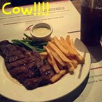 Foto tirada no(a) Holycow! Steakhouse por Aveza N. em 7/29/2016