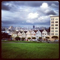 Photo prise au Alamo Square par Francesco T. le4/2/2013