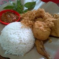 Photo taken at Ayam kremes putri kencana by Lucyana on 1/16/2013