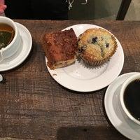 Das Foto wurde bei Caffè Nero von Yuskie M. am 9/6/2017 aufgenommen