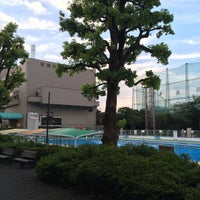 Photo taken at 目黒区民センター 屋外プール by ryota s. on 7/17/2015