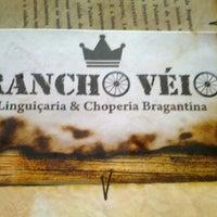 Photo taken at Rancho Véio - Linguiçaria e Choperia by Victor B. on 12/14/2012