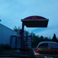 Foto scattata a McDonald's da Michelle T. il 9/14/2012