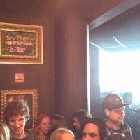Photo prise au Underground Lounge par Ian R. le11/10/2013