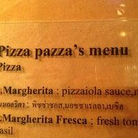 Photo taken at Pizza Pazza by ดำรงค์ ต. on 1/16/2013