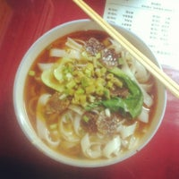 Photo taken at 常德津市牛肉米粉店 Jinshi Rice Noodle by Julien G. on 10/20/2012
