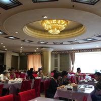 Photo taken at Da Qing Hua Manchurian Cuisine by Julien G. on 5/30/2017