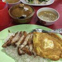 Photo taken at เกาเหลาจับกัง by Pepsimay on 9/27/2016
