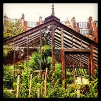 Photo prise au Chelsea Physic Garden par Claire R. le6/17/2013