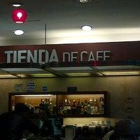Foto tomada en Tienda de Café por Valeria U. el 9/24/2012