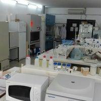 Photo taken at Sdü Çevre Mühendisliği Çevre Mikrobiyoloji Laboratuvarı by Burcu O. on 6/2/2016