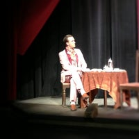 Foto tomada en The Milburn Stone Theatre por melisa w. el 3/9/2013
