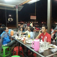 Photo taken at Warung Ayam Lepas by sy martin on 5/25/2013
