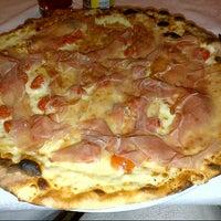 Foto scattata a Pizzeria Charlot da Michela F. il 5/18/2013