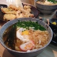 Photo taken at 가미우동 (神うどん) by Yoo Deok S. on 8/14/2013