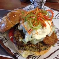 Foto tomada en New York Burger por Gonz el 11/19/2014