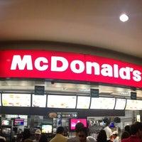 Foto tirada no(a) McDonald's por Celso M. em 7/20/2013