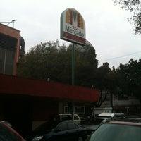Foto tomada en Mercado San Pedro De Los Pinos por Raul R. el 11/4/2012