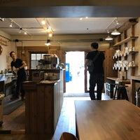 Das Foto wurde bei PEACE COFFEE ROASTERS 西新橋店 von addio del passato am 9/1/2017 aufgenommen