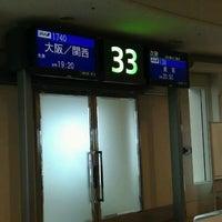 Photo taken at Gate 33 by Katsuichi N. on 5/22/2013